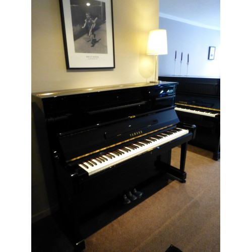U1 et U3 Yamaha  noir verni - Piano d'occasion