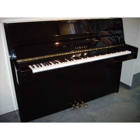 Yamaha C110   piano droit d'occasion
